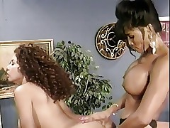Big Butts sex videos - lesbians grinding pussies