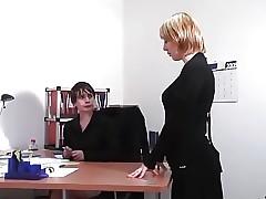 El tubo de la oficina xxx - los vídeos purulentos del coño