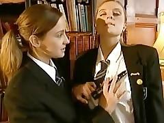 Schulmädchen nackt Videos - Lesben Pussy Schleifen